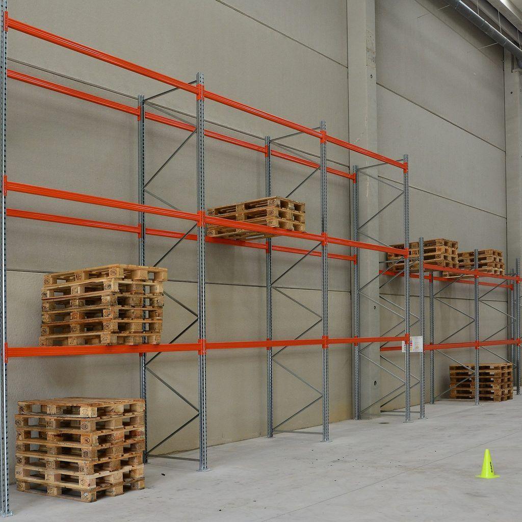 shelves-1227093_1920